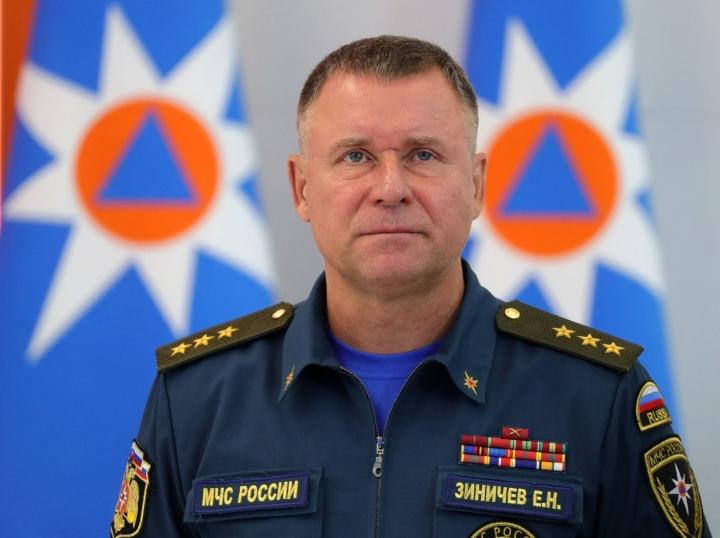Pietarissa syntynyt Zinitshev teki uran turvallisuuspalvelu KGB:ssä ja sen seuraajassa FSB:ssä. Hätätilaministeriksi hänet nimitettiin vuonna 2018. LEHTIKUVA / AFP