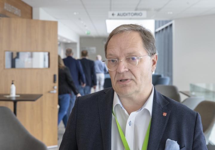 Ilkka Pirskasen pohjaesityksenä yhtymähallitukselle on, että Asterin toimitus- ja palvelusopimus hyväksytään.