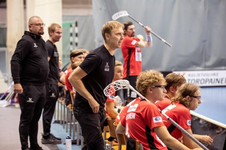 Josban päävalmentaja Sakari Salmela tunnusti vierasjoukkue M-Teamin olleen parempi joukkue. Arkistokuva.