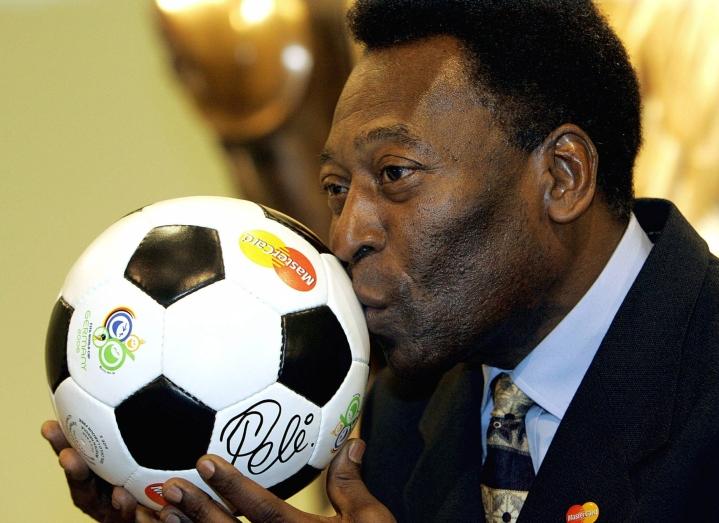 Brasilialaismedian mukaan jalkapallolegenda Pele on ollut sairaalassa Sao Paulossa elokuun lopusta lähtien. LEHTIKUVA/AFP