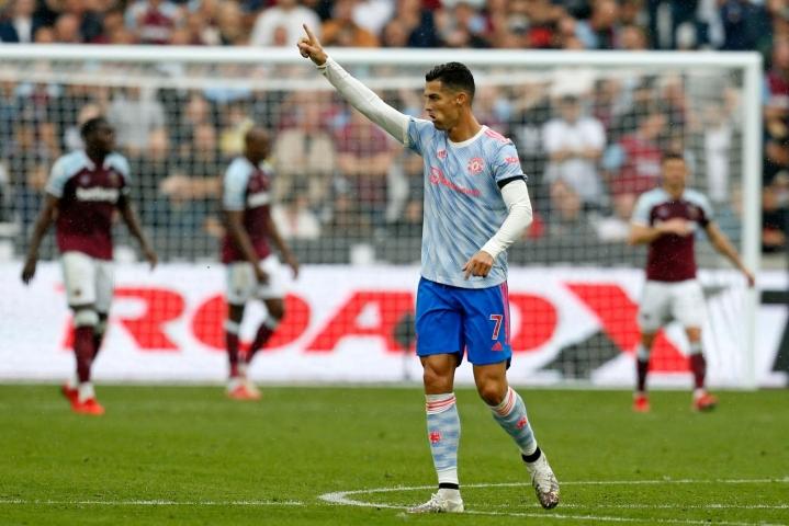 Ronaldo viimeisteli yhden maalin, kun Manchester United voitti vieraskentällä West Hamin 2–1. LEHTIKUVA/AFP