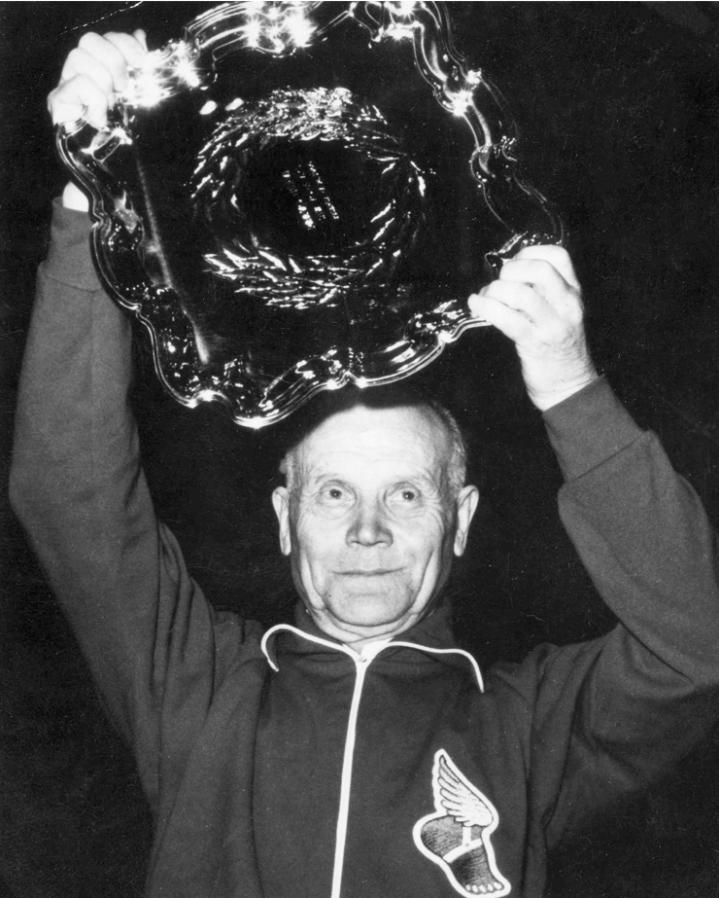 Myös Paavo Nurmi osallistui Maaottelumarssille. Kuva Nurmesta myöhemmiltä vuosikymmeniltä.