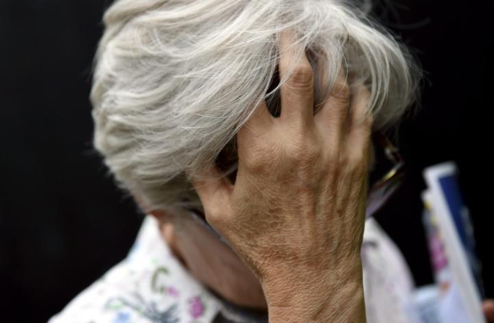 Vanhusten käyttämän väkivallan taustalla on usein muistisairaus, huono lääketasapaino ja kivut, kertovat asiantuntijat. LEHTIKUVA / Emmi Korhonen