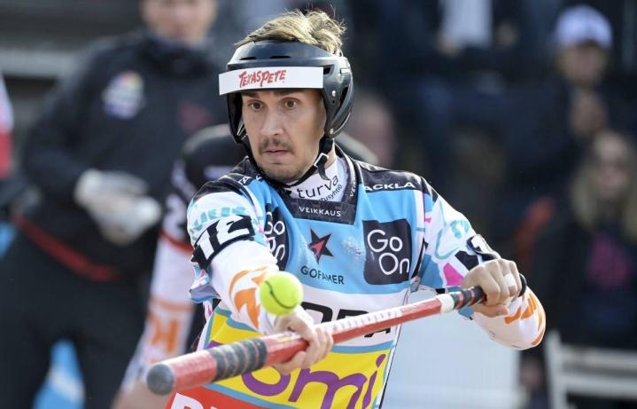 Nurmeksen Seppojen kasvatti Lauri Kivinen on pelannut kesän loukkaantumisensa jälkeen pääasiassa jokeripaidassa. Manse PP ja Kivinen eivät päässeet ainakaan vielä sunnuntaina juhlimaan pesäpallomestaruutta.