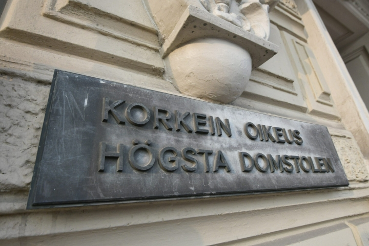 Mies vaati KKO:ssa murhasyytteen hylkäämistä ja asian jättämistä Varsinais-Suomen käräjäoikeuden tuomion mukaiseksi. LEHTIKUVA / MARKKU ULANDER
