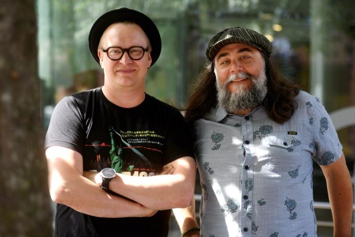 Tuottaja Jani Pösön (oikealla) mukaan palkinnosta elokuvalle saatavaa julkisuutta ei voisi ostaa rahalla. Myös ohjaaja Teemu Nikki (vasemmalla) iloitsi elokuvan saamasta huomiosta. Kuva elokuvan lehdistönäytöksestä heinäkuulta. LEHTIKUVA / SILJA-RIIKKA SEPPÄLÄ