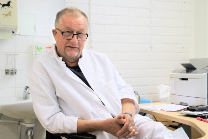 Tapio Hämäläisen vuosikymmenien työ lääkärinä Rääkkylän terveysasemalla päättyy tällä viikolla.