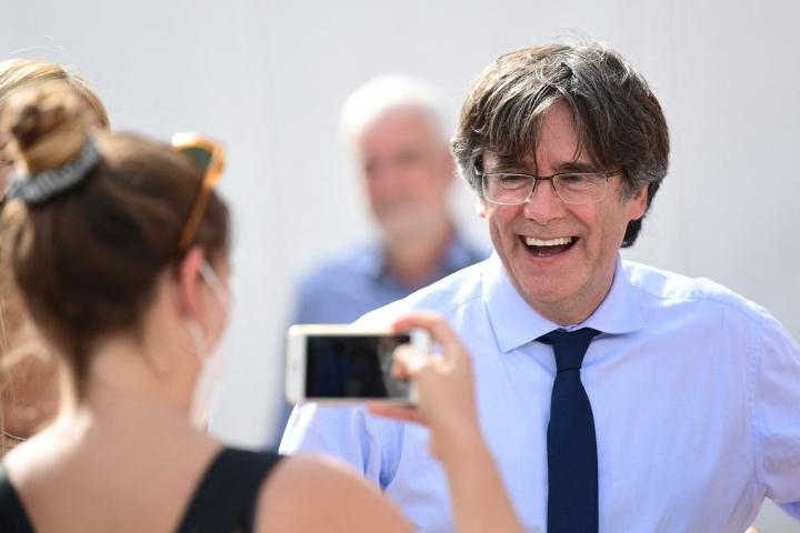 Puigdemont on ollut maanpaossa vuodesta 2017, sillä Espanja syyttää häntä kapinan lietsomisesta ja kavalluksesta. LEHTIKUVA / AFP
