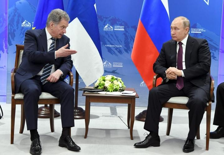Presidentti Sauli Niinistö keskusteli puhelimessa Venäjän presidentin Vladimir Putinin kanssa perjantaina. Kuva vuoden 2019 huhtikuun alkupuolelta. LEHTIKUVA / Jussi Nukari