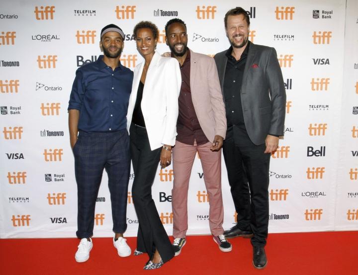 Toronton elokuvajuhlilla ohjaaja Khadar Ayderus Ahmed sekä Yasmin Warsame, Omar Abdi ja tuottaja Risto Nikkilä. Lehtikuva/AFP
