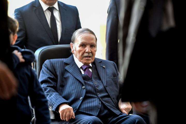 Bouteflika erosi presidentin virasta laajojen mielenosoitusten takia huhtikuussa 2019 johdettuaan maata lähes 20 vuoden ajan. Kuva vuodelta 2017. LEHTIKUVA/AFP