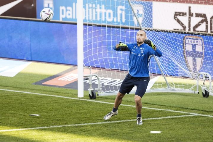 Eriksson pelasi maanantaina Mjällbyn maalilla, kun hänen joukkueensa kohtasi AIK:n Ruotsin Allsvenskanissa. Kuva jalkapallomaajoukkueen harjoituksista 31. elokuuta. LEHTIKUVA / Roni Rekomaa