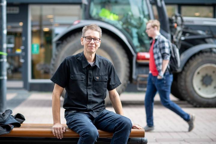 Matti Laukkasen aivokasvaimen jäljille päästiin Joensuun Specsaversin liikkeessä, jossa optikko teki ensin näöntarkastuksen ja havaitsi kuvissa poikkeavuutta.