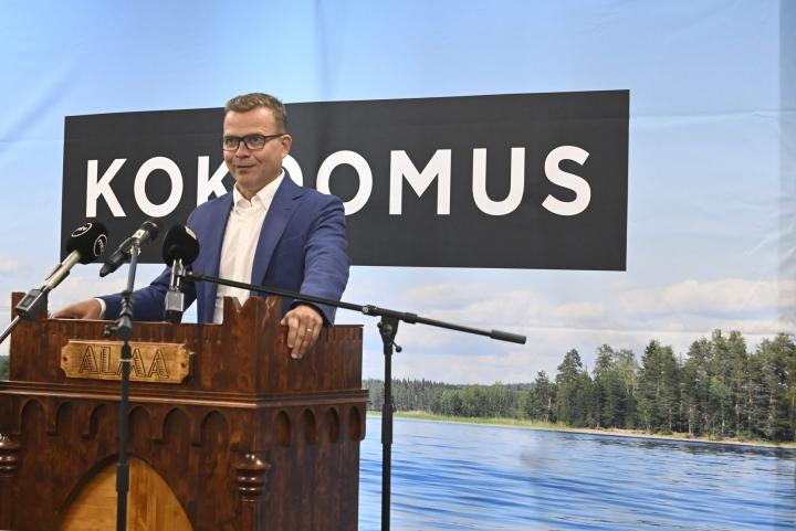 Kokoomuksen puheenjohtaja Petteri Orpo puolue- ja ryhmäjohdon kesäkokouksessa Seinäjoella viime kuussa. LEHTIKUVA / JUSSI NUKARI