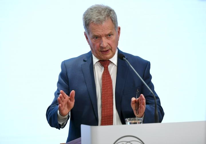 Niinistön mukaan Saksan vaalituloksella ei ole erityismerkitystä Suomen kannalta, mutta hän toi esiin, että liittokanslerin vaihtuminen on iso asia etenkin EU:n kannalta. ANTTI AIMO-KOIVISTO