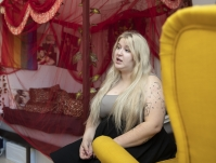 """Joensuulainen seksityötä tekevä Anna Roininen, 22, järkyttyi, kun sosiaalisen median alusta Onlyfans julkaisi pornokieltonsa–""""Alustan pitää olla eettinen ja seistä sisällöntuottajien takana, eikä pompotella heitä"""""""