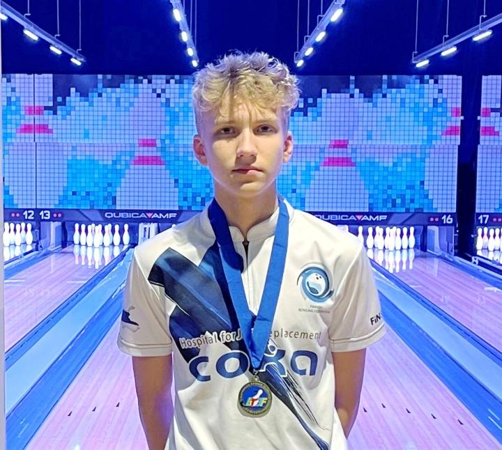 Luukas Väänänen sai nuorten EM-kisoista matkaansa joukkuekisan pronssin.