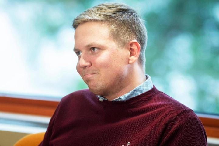 28-vuotias Henrik Vuornos (kok.) on Espoon kaupunginhallituksen tuore puheenjohtaja ja tehtävässään päätoiminen.