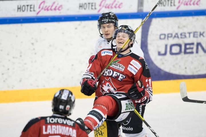 Miro Väänäsen ura jatkuu liigatasolla myös tulevina vuosina. Väänänen kuvattuna Jokipoikien paidassa joulukuussa 2019.