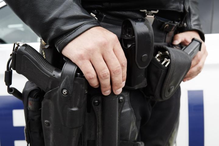Poliisia kohti ammuttiin Hämeenlinnassa tehtävän yhteydessä. Poliisin kerrottiin käyttäneen tilanteessa virka-asetta vaarallisen henkilön pysäyttämiseksi. Kuvituskuva. LEHTIKUVA / RONI REKOMAA