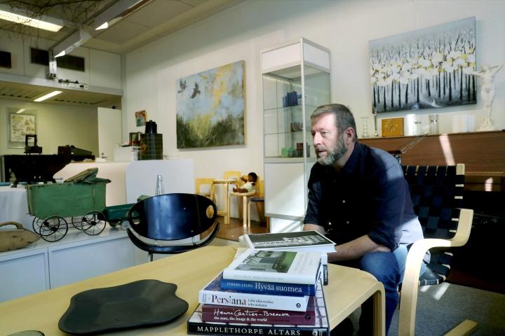 Franz Betcken arkkitehtitausta näkyy sisustuksessa ja taidevalinnoissa.