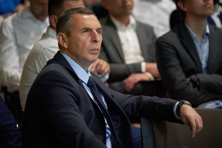 Viranomaiset epäilevät, että keskiviikkoinen yritys surmata presidentti Volodomyr Zelenskyin pääneuvonantaja Serhi Shefir on voinut olla kosto lakihankkeesta.  LEHTIKUVA/AFP/Handout