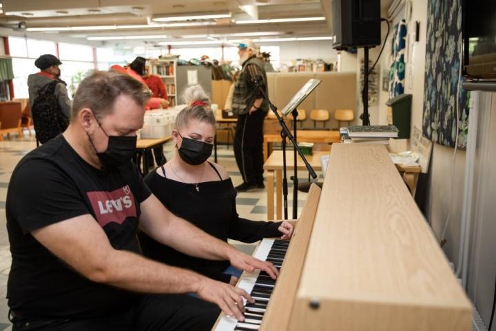 Niina Kokko ja Martti Orre toivovat jo tapahtumien avautumista ja sitä, että he pääsisivät muusikkoina antamaan omaa auttamisen panostaan.