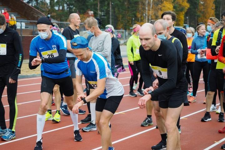 Polvijärven Urheilijoiden Kari Heikura onnistui hienosti Jyväskylän SM-maratonilla. Heikura arkistokuvassa numero 9 rinnassaan.