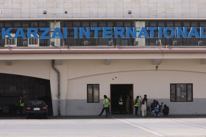 Ensimmäisten kaupallisten lentojen Kabulin lentokentälle on määrä alkaa ensi viikolla. LEHTIKUVA/AFP