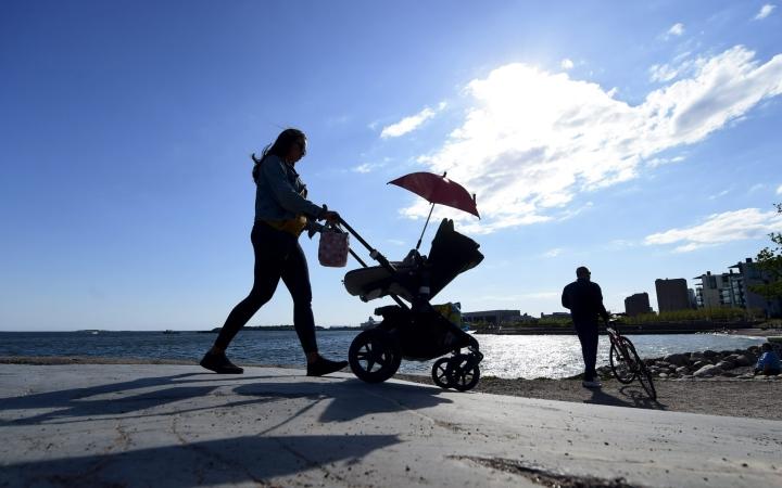 Eläketurvakeskuksen tilaama raportti patistelee tekemään uudistuksia eläkkeiden rahoituksen varmistamiseksi jo ennakoivasti. LEHTIKUVA / Vesa Moilanen