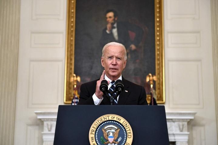 Yhdysvaltain presidentti Joe Bidenin mukaan selvä vähemmistö estää maata selviämästä koronaviruksesta. LEHTIKUVA/AFP