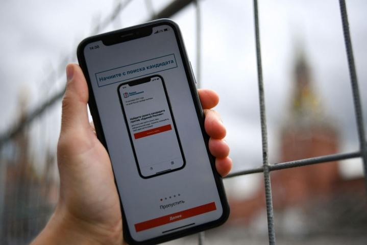 Poistettu sovellus suositteli äänestäjille ehdokasta, jolla on vaalipiirissä paras mahdollisuus päihittää valtapuolue Yhtenäisen Venäjän ehdokas. LEHTIKUVA/AFP