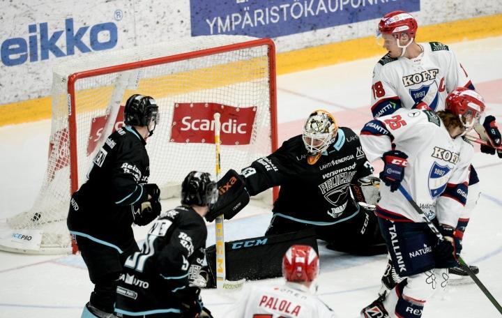 Emil Larmi pysäytti tällä kertaa TPS:n. Kuva aiemmin pelatusta HIFK-ottelusta. LEHTIKUVA / Mikko Stig