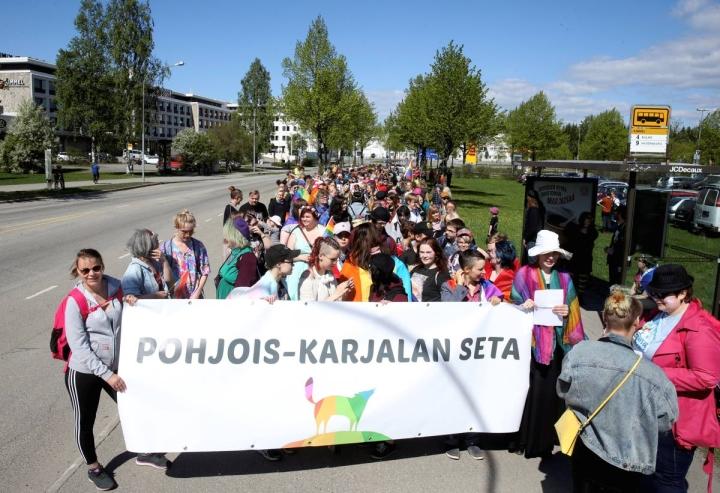 Pohjois-Karjalan Pride-viikon kulkue järjestetään Joensuussa lauantaina. Arkistokuva vuodelta 2018.
