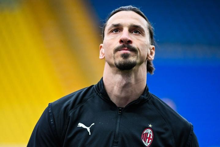 Ranskalaiselle France Football -lehdelle puhunut Zlatan Ibrahimovic arveli, etteivät jäähyväiset jalkapallouralle käy kivuttomasti. LEHTIKUVA/AFP