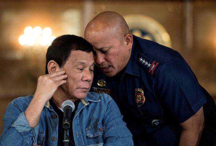 Rodrigo Duterte (vas.) valittiin Filippiinien presidentiksi vuonna 2016, jolloin hän lupasi hankkiutua eroon maan huumeongelmasta. LEHTIKUVA/AFP