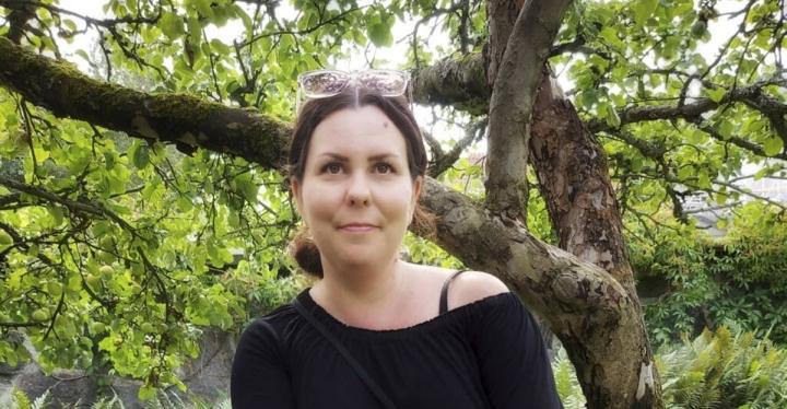 Aija Andersson on on espoolainen runoblogisti sekä äidinkielen ja kirjallisuuden opettaja, jonka sukujuuret ovat Parikkalassa.
