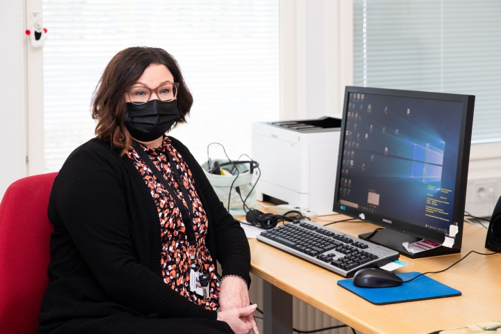 Pyhäselän koulussa ja lukiossa kouluterveydenhoitajana työskentelevä Anne Kurkinen kertoo olevansa huolissaan lasten ja nuorten jaksamisesta ja koulukuntoisuudesta.