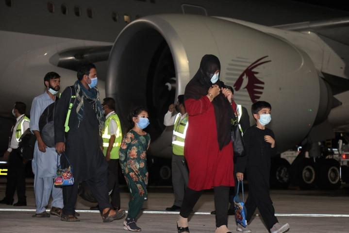 Qatar Airwaysin lennolla Qatarin Dohaan evakuoitavien joukossa on paitsi Yhdysvaltojen myös muiden maiden kansalaisia. LEHTIKUVA/AFP