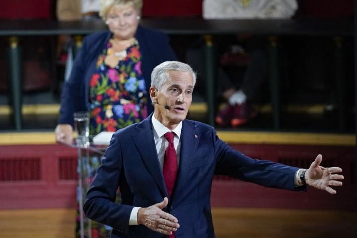 Jonas Gahr Stören johtama työväenpuolue on ollut vaaleja edeltäneissä mielipidemittauksissa suositumpi kuin pääministeri Erne Solbergin konservatiivipuolue. LEHTIKUVA/AFP.
