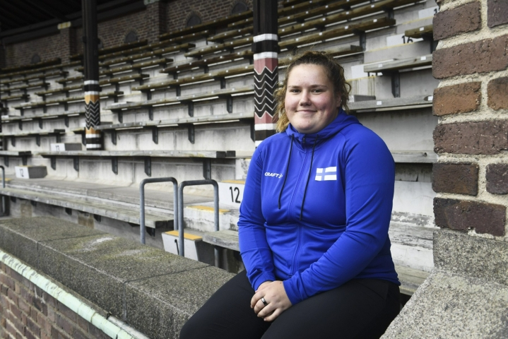 Moukarinheittäjä Silja Kosonen on sunnuntain kiinnostavimpia nimiä yleisurheilumaaottelussa. Lehtikuva / Emmi Korhonen