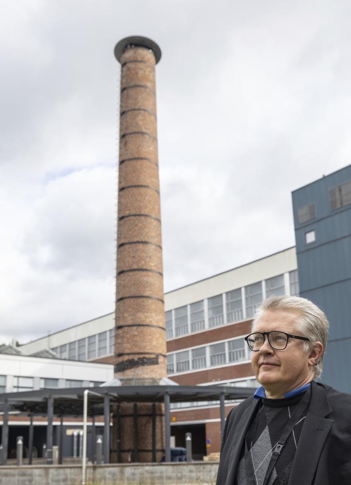 Kun vetyyn lisätään savupiipusta otettua hiiltä, saadaan synteettisiä polttoaineita, kertoo LUT:n professori Tuomas Koiranen.