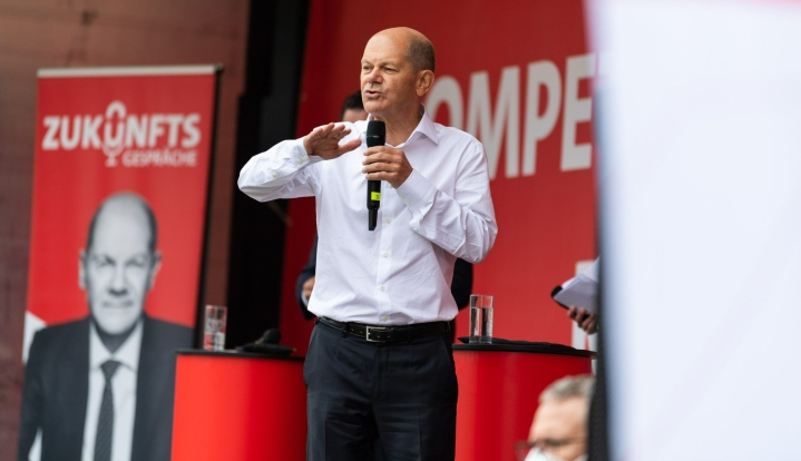 Tuoreimpien mielipidekyselyiden mukaan Olaf Scholzin puolue SPD on nyt useita prosenttiyksikköjä CDU/CSU:ta edellä. LEHTIKUVA/DPA