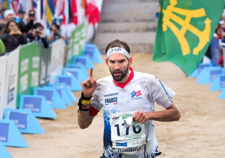 Thierry Gueorgiou kuvattuna Viron MM-kisoissa vuonna 2017. Hän saavutti kisoissa keskimatkan maailmanmestaruuden ja lopetti sen jälkeen arvokisauransa.