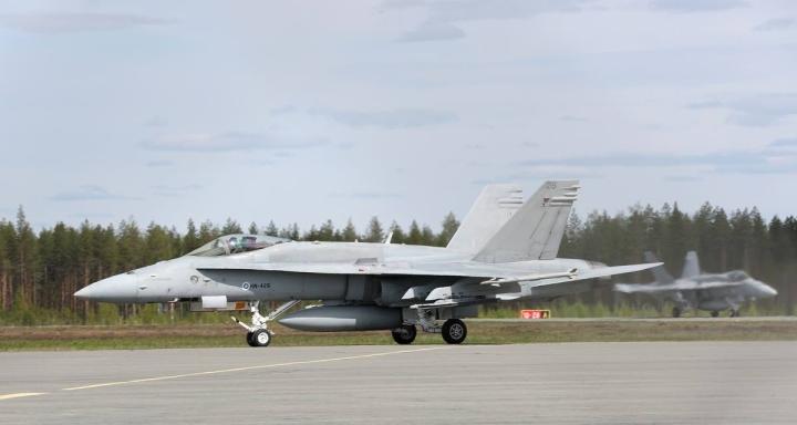 Pohjois-Karjalassa havaitut hävittäjät liittyvät Karjalan lennoston lentokoulutusohjelmaan. Arkistokuva Hornet-hävittäjästä viime vuodelta.