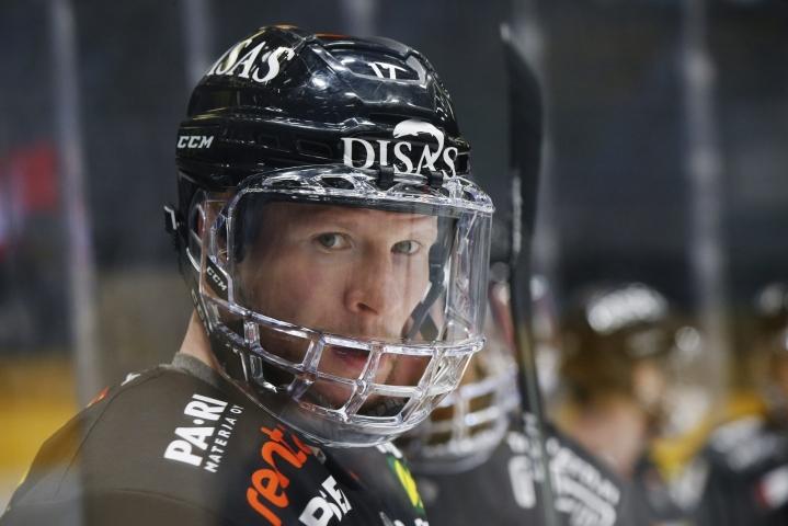 Kärppien ykköstykki oli hattutempun tehnyt 40-vuotias Mika Pyörälä.  LEHTIKUVA / Timo Heikkala
