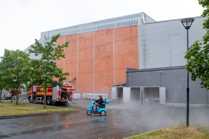 Mehtimäen jäähallissa kesällä tapahtunut tulipalo vaikuttaa edelleen myös syksyn jääkiekko-ottelujen pelaamiseen.