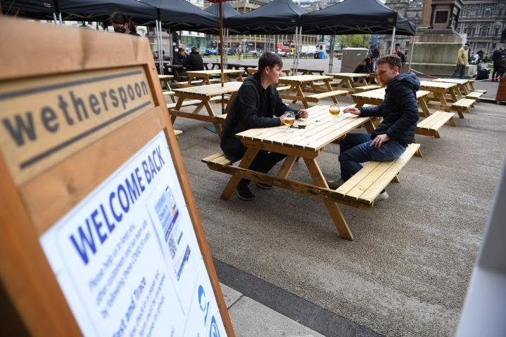 Wetherspoon-ketjulla on Britanniassa noin tuhat pubia. LEHTIKUVA/AFP