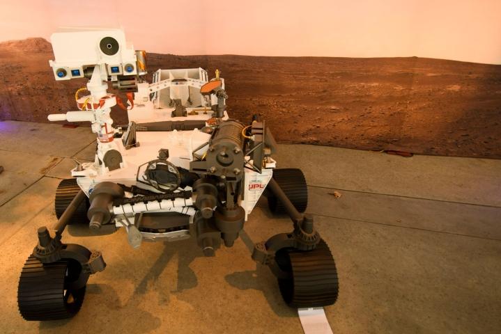 Nasan Perseverance-mönkijä on kerännyt Marsista näytteitä. Kuvassa täysikokoinen malli mönkijästä. Arkistokuva. LEHTIKUVA/AFP