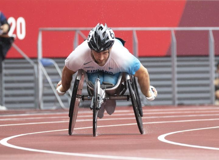 Ratakelaaja Henry Manni on kelannut neljänneksi T34-luokan 800 metrin finaalissa Tokion paralympialaisissa.